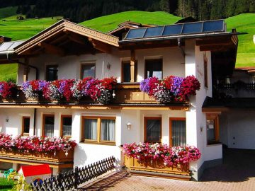 Schöne Aussicht Family Ferienwohnungen Appartements in Tux