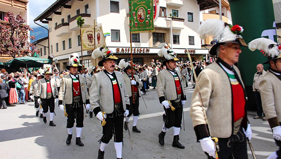 Gauderfest Zell am ziller Trachtenfest Trachtenumzug Tirol